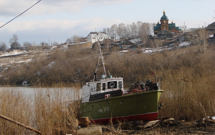 Вид на храм Василиска Сибирского с берега Туры