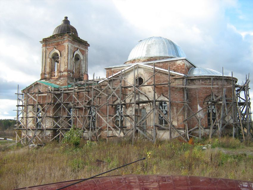 Храм во имя святителя Николая Чудотворца в Пие