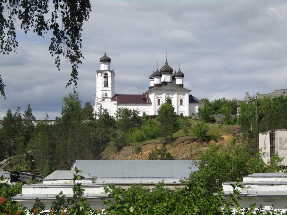 Вид на Спасо-Преображенский храм от Свято-Троицкого собора