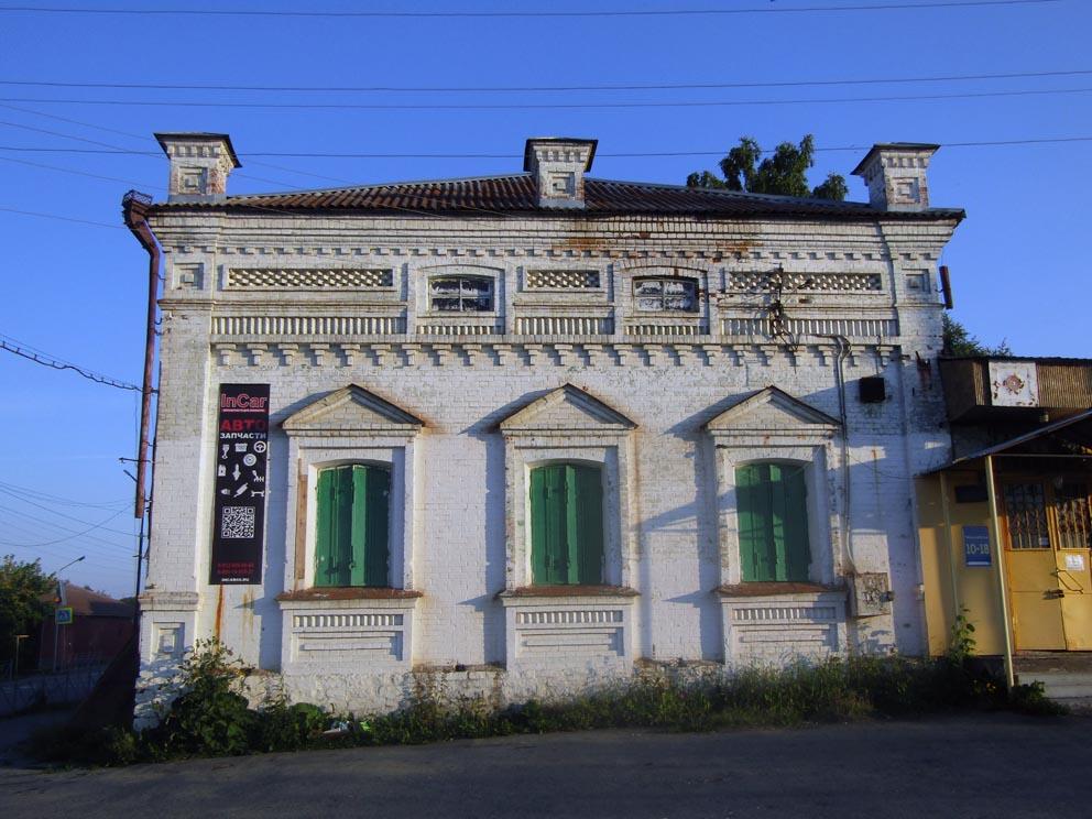 Купеческая лавка в центральной части Сысерти