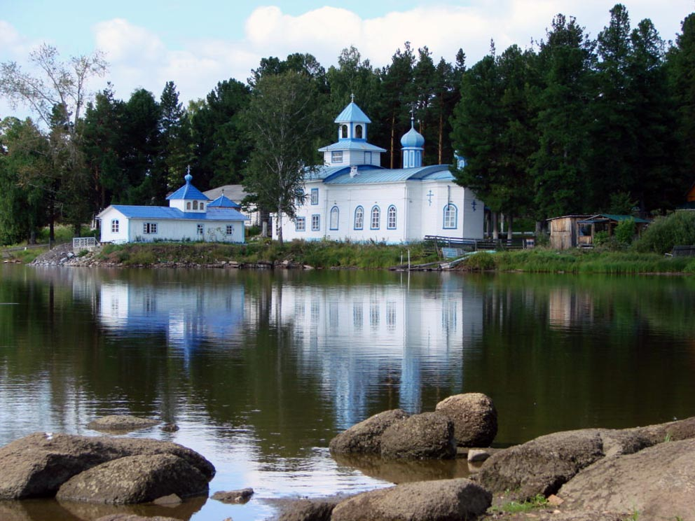 Храм и часовня над святым источником на Актае с берега пруда в 2012 году