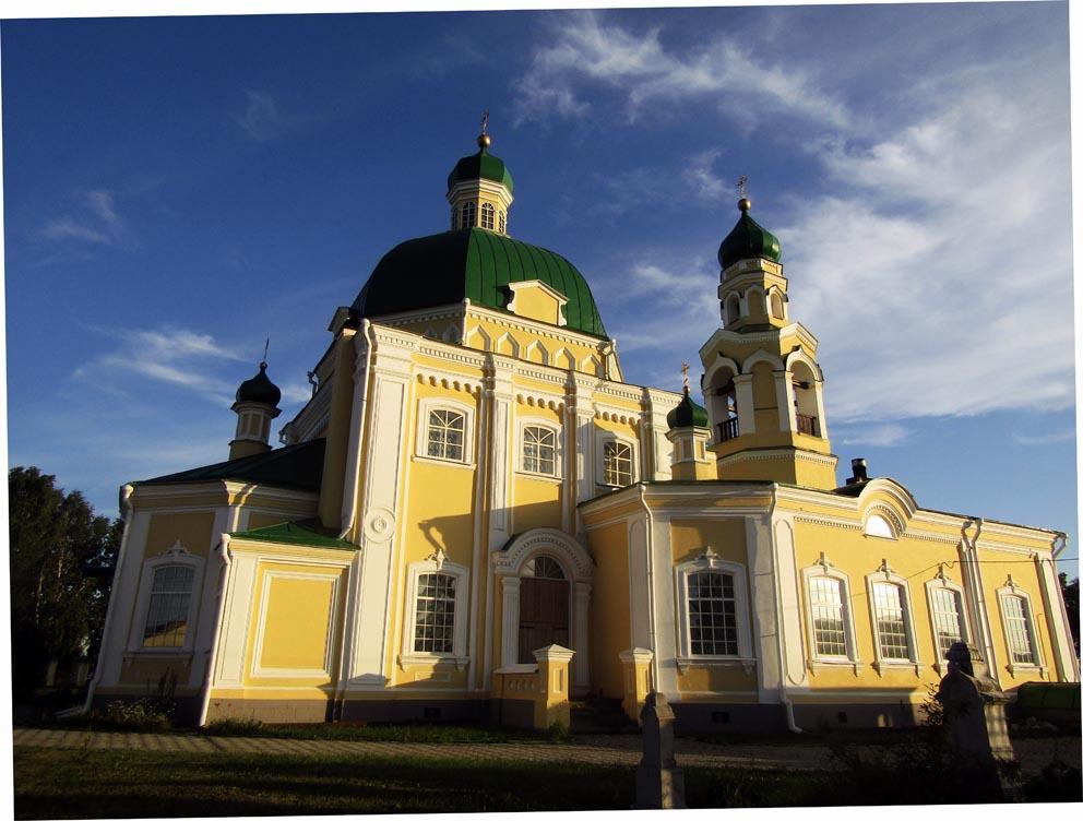 Никольский храм в Николо-Павловском на закате