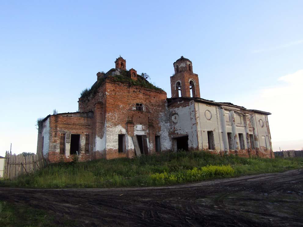 Никольский храм в Куровском на закате солнца. Фото Алексея Рычкова