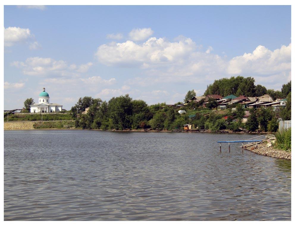 Нижняя Салда: храм Николая Чудотворца с противоположного берега пруда. Фото Алексея Рычкова