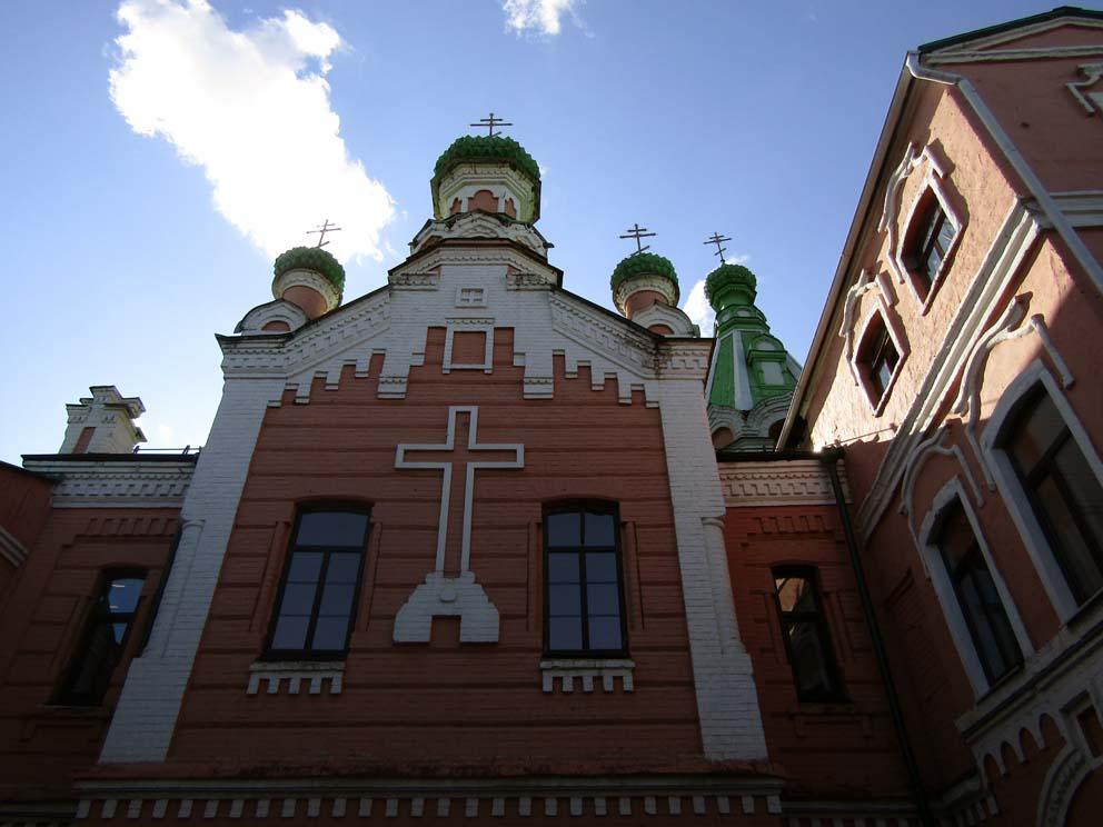 Купола Князь-Михаиловской церкви после реставрации в наши дни