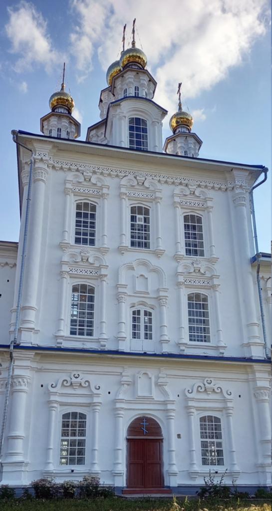 Декор храма Петра и Павла в Североуральске