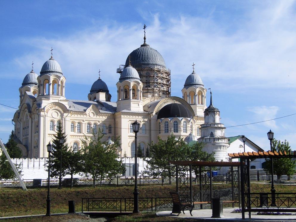 Крестовоздвиженский собор с центральной площади Верхотурья