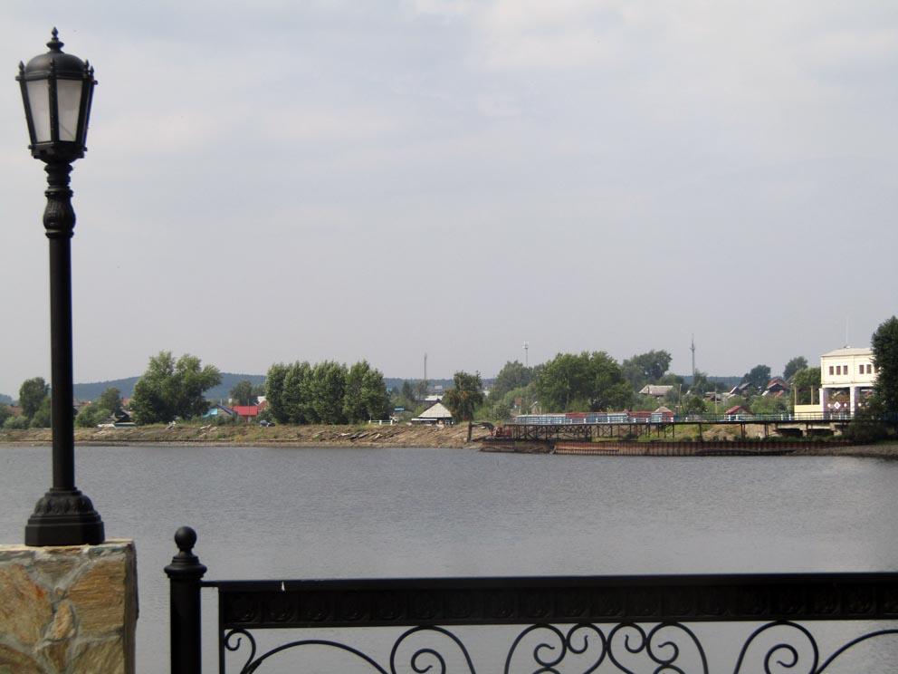 Вид с набережной на старую заводскую плотину