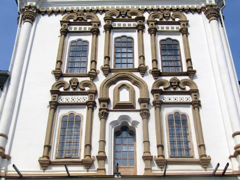 Декор храма Иоанна Богослова в Карпинске