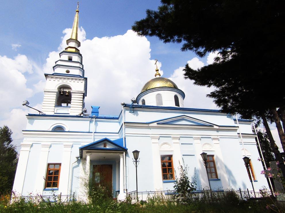 Казанская церковь в городе Карпинске