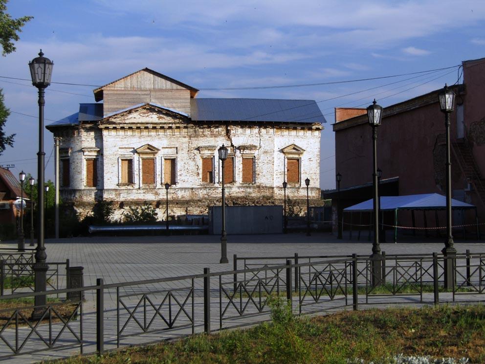 Воскресенский храм: вид с центральной площади Верхотурья в 2020 году
