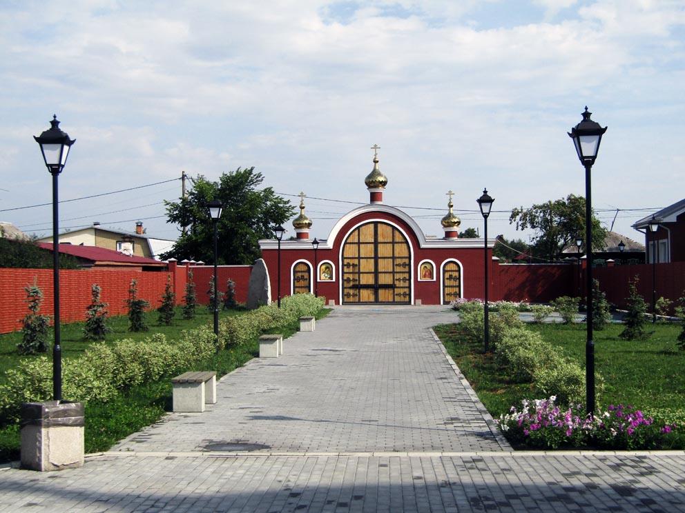 Монастырские врата. Фото Алексея Рычкова