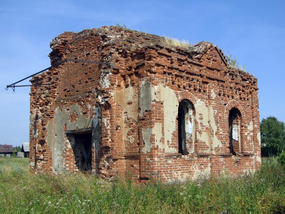 Деревня Перевалова: часовня святых Георгия Победоносца, Петра и Павла и Иоанна Богослова