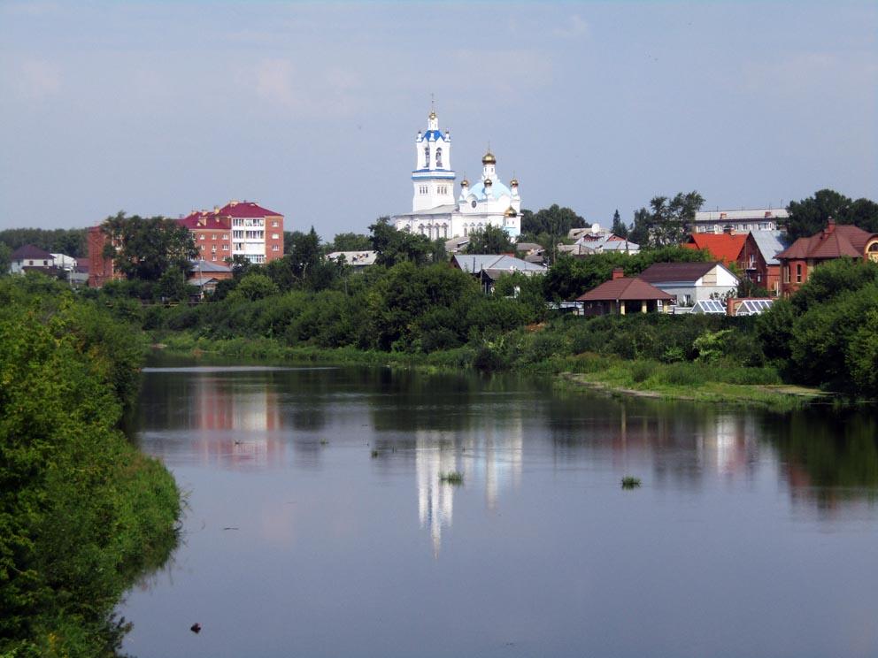 Вид на Покровский собор с противоположного берега Пышмы