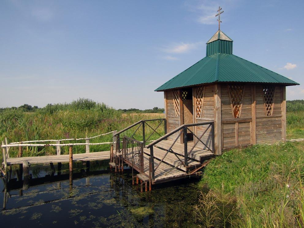 Купель вблизи святого источника Параскевы Пятницы