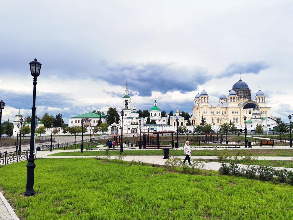 Свято-Николаевский монастырь с центральной площади Верхотурья
