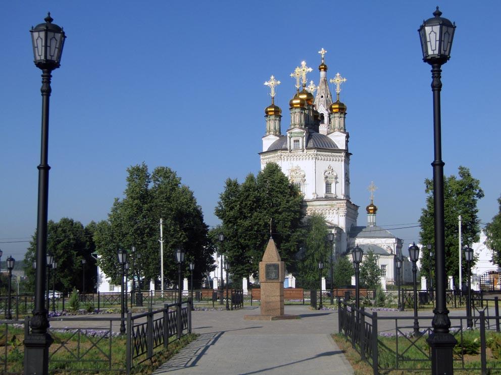 Свято-Троицкий собор с центральной площади Верхотурья