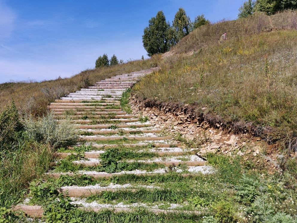 Лестница на монастырский угор