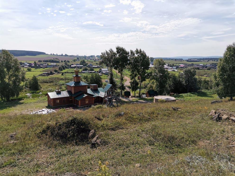 Вид с монастырского угора на низинную часть Сарсинского монастыря и село
