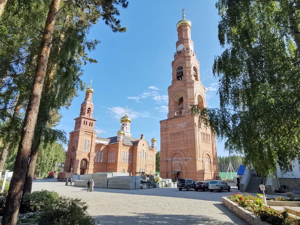 Благовещенский храм и колокольня Среднеуральского монастыря