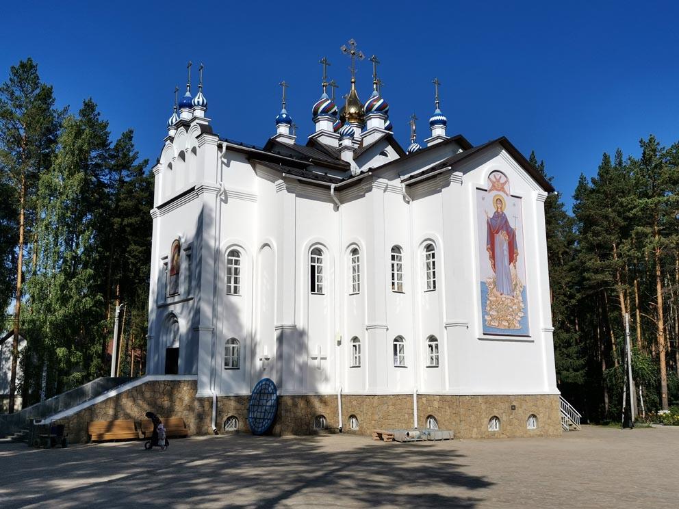 Среднеуральский монастырь: храм в честь Казанской иконы Божией Матери