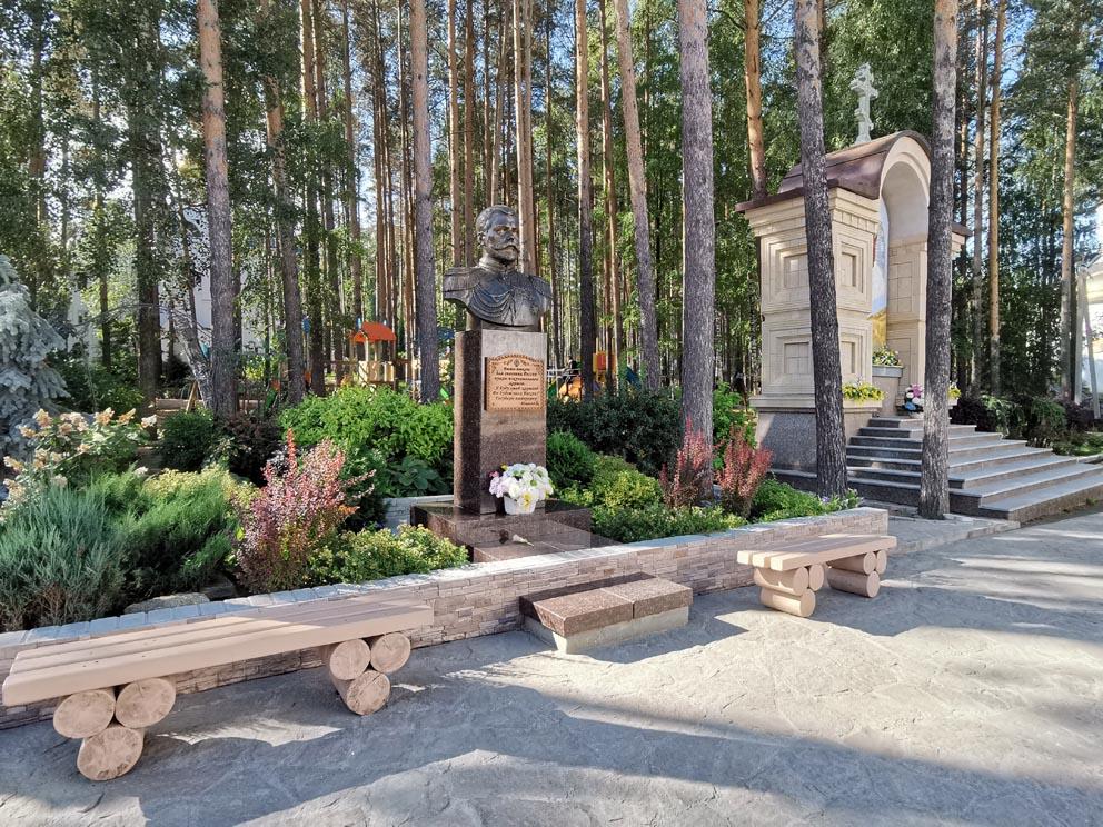 Памятник царю Николаю II. Среднеуральский женский монастырь многое связывает с государем