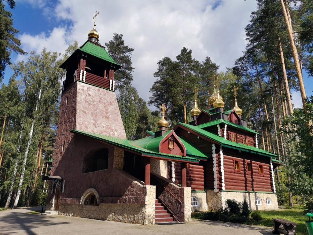 Храм во имя святого преподобного Серафима Саровского на Ганиной яме